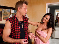 Ariella Ferrera and Bill My Friends Hot Mom